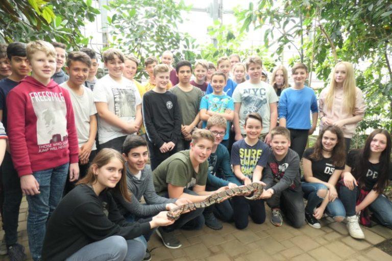 Die 7. Klassen im Tropenhaus von Kleintettau
