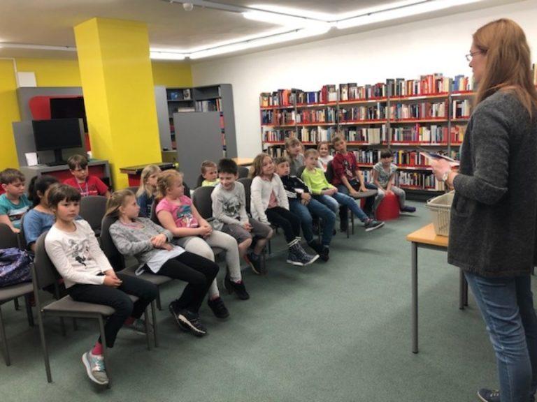 Klasse 2a – Besuch der Bibliothek in Sonneberg